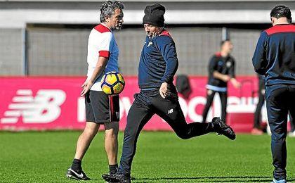 Jorge Sampaoli, durante un entrenamiento del Sevilla en la ciudad deportiva.