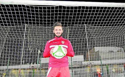 Alejandro Campos está llevando a cabo una gran temporada en el C.D. Gelves, sacando al club de las últimas posiciones de la tabla.