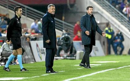"""Simeone: """"No sería bueno mirar al Sevilla"""""""