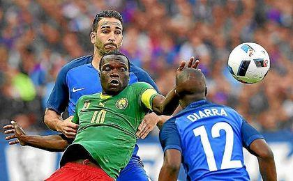 Rami, durante un partido con la selección de Francia.