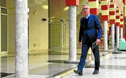 Miguel Torrecilla, a su llegada al desayuno informativo con la prensa. Lince.