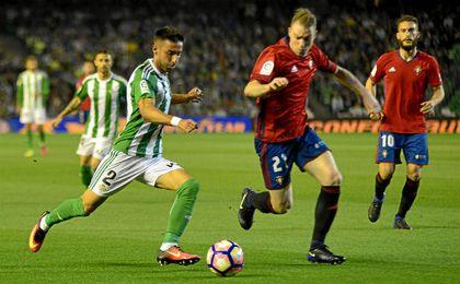 Rafa Navarro, gol y asistencia, protagonista del duelo.