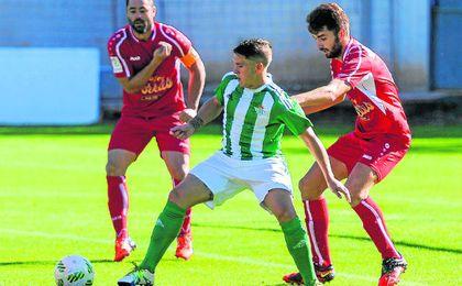 Lance del duelo de la primera vuelta disputado entre Betis B y Utrera.