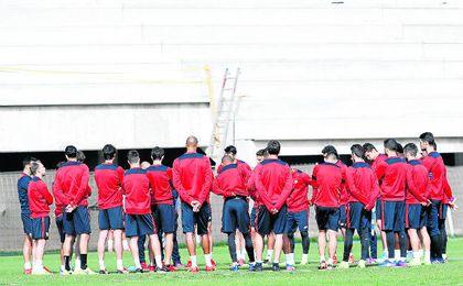 El Sevilla de Sampaoli debe conjurarse para recuperar las buenas sensaciones y asaltar esta tarde el Vicente Calderón.