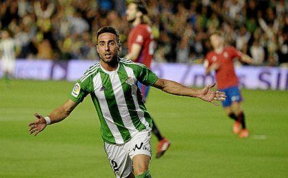 Rafa Navarro celebra su primer gol como miembro del primer equipo.