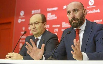 Monchi, en una rueda de prensa junto a José Castro.