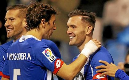 Lucas Pérez celebrando un gol con el Deportivo.