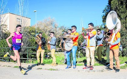 La Carrera Popular de la Universidad Pablo de Olavide destaca por su carácter festivo.