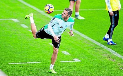 Joaquín reapareció ante Osasuna, después de no tener minutos ante Depor y Real Madrid.