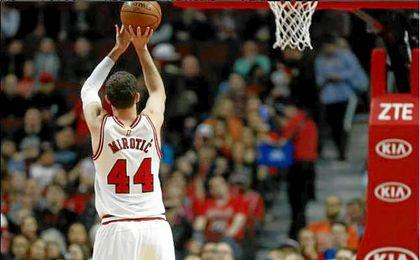 Un gran Mirotic permite a los Bulls seguir soñando con los 'play-offs'