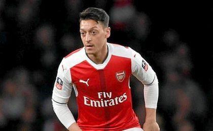 Özil habla de los rumores que le sitúan fuera del Arsenal