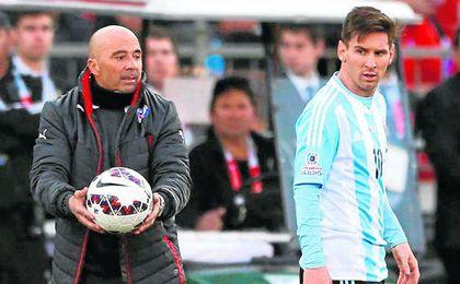 """Una palabras antiguas de Sampaoli sobre su """"sueño"""" de entrenar a Messi echaron ayer más leña al fuego."""