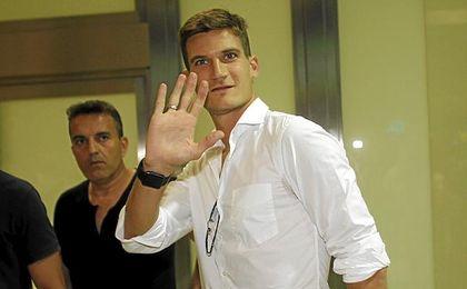 Andreolli rindió bien en el Sevilla, hasta su grave lesión.