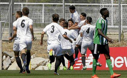 El gol de Mena permite al Sevilla seguir en la pelea.