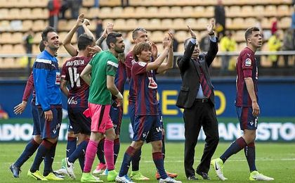 Los jugadores celebran el triunfo.