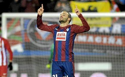 Pedro León bate su récord.