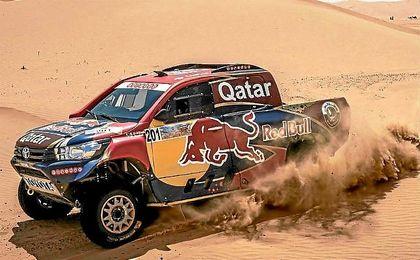 Al-Attiyah sigue al frente del rally Abu Dhabi Desert Challenge.
