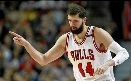 Mirotic acerca a los Bulls a 'play-offs' y Willy Hernangómez aprovecha la titularidad