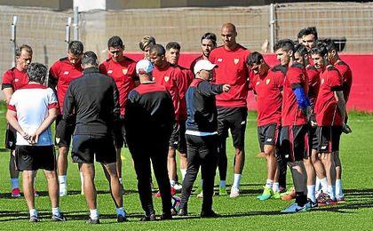 Sampaoli, en un entrenamiento con sus jugadores.