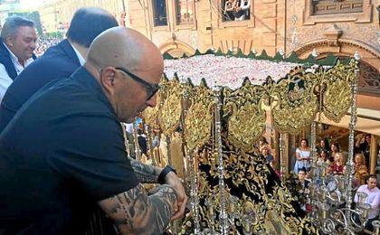 Sampaoli, ayer, junto a José Castro en la Semana Santa.