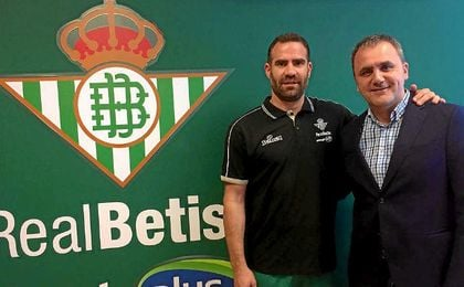 Carlos Cabezas, en la sede del Betis Baloncesto.
