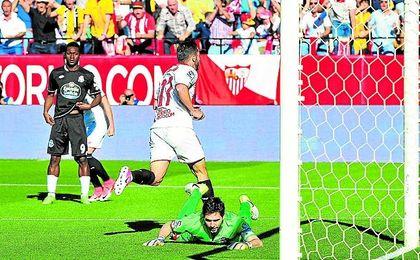 Sarabia celebra el gol que le marcó al Deportivo.