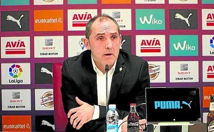 Fran Garagarza, durante una rueda de prensa en el estadio de Ipurua.