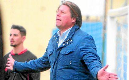 Ricardo García es el tercer entrenador del Nervión en la presente temporada.