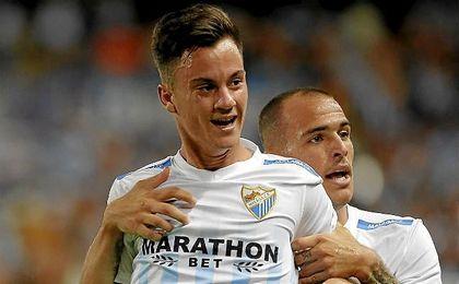 Juanpi, con Sandro, celebrando un gol.