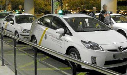 """Inmovilizado un """"taxi clandestino"""" en el aeropuerto de Sevilla"""
