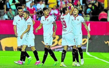 Ganso celebra uno de sus goles ante el Granada.