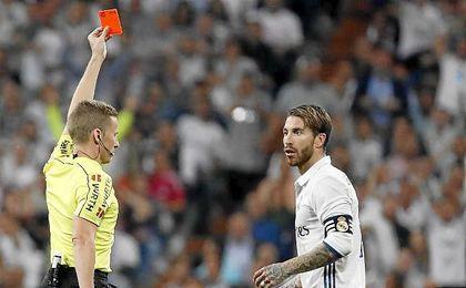 Sergio Ramos en el momento de su expulsión.