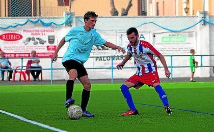 En la imagen, el tricolor Gordi, en un lance del reciente Benacazón-Morón CF (3-1).