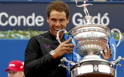 Nadal derrota a Thiem en hora y media y gana su décimo título en Barcelona