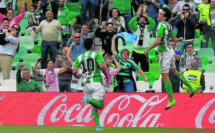 Rubén Pardo, ante el Alavés, ha sido el último jugador del Betis en marcar su primer gol en esta Liga.