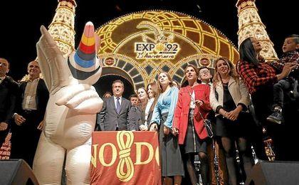 Curro fue el pasado sábado de encender la portada de la Feria de Abril.