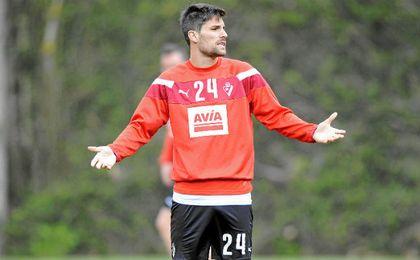 Adrián se reencontrará con su padre en Málaga.