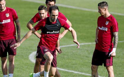 Juanfran entrenando con el Atlético.