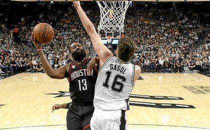 Los Spurs ganan en la prórroga y rozan la final de la Conferencia Oeste