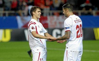 Denis Suárez y Vitolo celebran un gol con el Sevilla en la 14/15.
