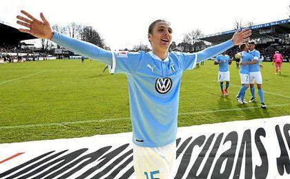 Cibicki celebra un gol con la camiseta del Malmö.