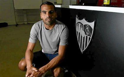 El argentino Gabriel Mercado posa para ESTADIO Deportivo en la sala de prensa de la ciudad deportiva.