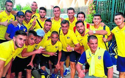 Nogués junto al resto de la plantilla del equipo argelino.
