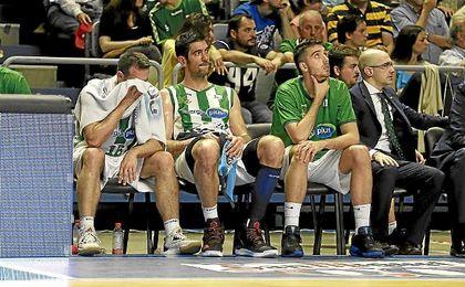 La imagen del banquillo verdiblanco era un poema en los últimos segundos de partido.