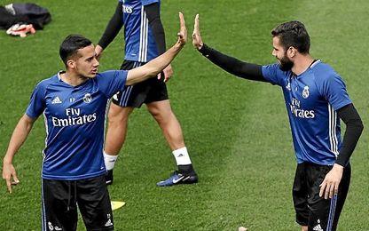 Nacho y Lucas Vázquez en el entrenamiento del Madrid.