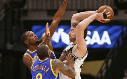 Warriors a un triunfo de las Finales de la NBA; Cavaliers a dos