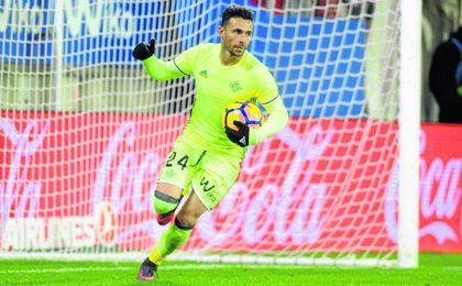 Rubén Castro celebra uno (ante el Eibar) de los trece goles que ha anotado esta temporada.