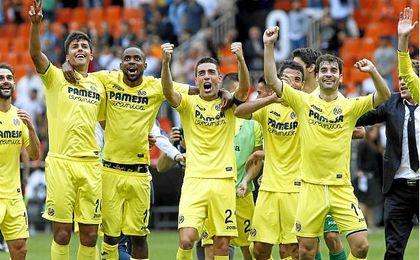Jugadores del Villarreal celebran el último triunfo ante el Valencia.