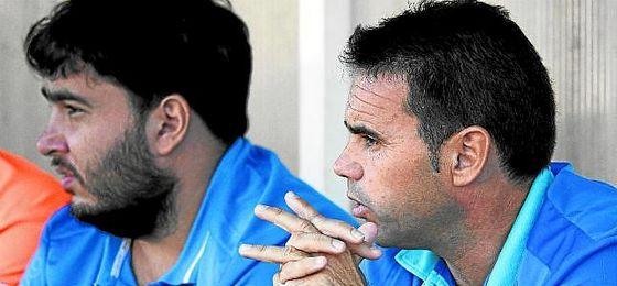 Dioni Arroyo (derecha), entrenador del San José, está en la terna de candidatos del Antoniano.