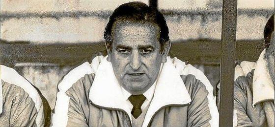 Pedro Buenaventura, en el banquillo del Betis.